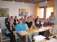 Elämäntarinakurssi - suvun tiedot talteen -kurssi pidettiin Ritjan keitaassa. Kurssille osallistui 17, joista 4 Väntäsen sukuseuran jäseniä. Kuvassa kurssin osanottajia.