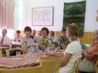Sukukokouksen osanottajia Hirvikosken kurssikeskuksessa 23.07.2005